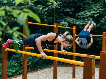 V lesoparku sú nové pomôcky na cvičenie, lavičky pribudnú čoskoro